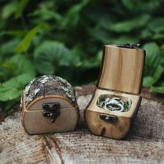 Natural Wood Log Ring Box by Jaccob McKay Studios, Melbourne Great for forest weddings, proposals/engagements or tooth fairy boxes! (How To Get Him To Propose Beautiful) Woodworking Projects, Diy Projects, Woodworking Techniques, Woodworking Furniture, Log Wood Projects, Small Wooden Projects, Woodworking Plans, Dremel Tool Projects, Dremel Ideas