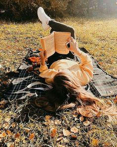 50 noble spring outfit ideas for women - classy spring outfit ideas for womeni love reading booksi love reading ideas for autumn photo shoots - autumnphotograph Fall Photoshoot Ideas To Get