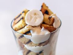 Layer It:Grilled Pound Cake Banana Pudding : Cut grilled slices of pound cake into one-inch squares, then layer with pudding and slices of banana for a summertime twist on a classic Southern dessert favorite. Southern Desserts, Fancy Desserts, Classic Desserts, Summer Desserts, Food Network Recipes, Cooking Recipes, Fast Recipes, Pound Cake Recipes, Eat Dessert First