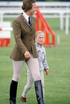Anne, Princess Royal, and her daughter Zara Phillips at Ascot's Family Fun Day in 1987 Zara Phillips, Elisabeth Ii, British Royal Families, Royal Babies, Princess Margaret, Royal Princess, Royal Fashion, Style Fashion, Queen Elizabeth Ii