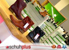 Gläserne Produktion: TV-Studio aus Fachgeschäft von schuhplus einsehbar