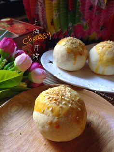 Another all time favourite, Shanghai Cheesy Mooncake with lotus seed & salted egg. This year, i tried to use the cheesy skin from this recip. No Bake Cookies, Cake Cookies, Mooncake Recipe, Cake Recipes, Dessert Recipes, Salted Egg, Asian Desserts, Moon Cake, Dim Sum