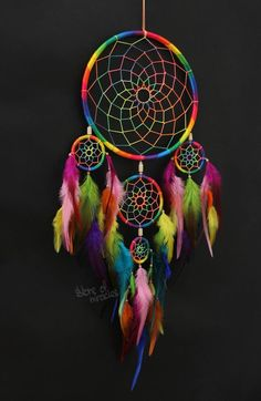 Dream catcher Dreamcatcher American mascots Protective amulet Rainbow color Bright Boho style Native American Home Decor Active - Style Native, Religions Du Monde, Diy Dream Catcher Tutorial, Dreamcatcher Wallpaper, Dream Catcher Decor, Beautiful Dream Catchers, Rooster Feathers, Boho Stil, A Perfect Circle