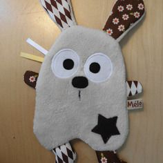 Doudou lapin plat - écru marron Sewing Toys, Baby Sewing, Sewing Crafts, Sewing Projects, Fabric Toys, Fabric Crafts, Sewing For Kids, Diy For Kids, Creation Couture