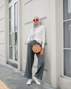 Trendy how to wear summer outfits casual simple ideas hijab casual simple Trendy how to wear summer outfits casual simple ideas Modern Hijab Fashion, Hijab Fashion Inspiration, Muslim Fashion, Modest Fashion, Trendy Fashion, Fashion Vintage, Fashion Outfits, Style Fashion, Hijab Casual