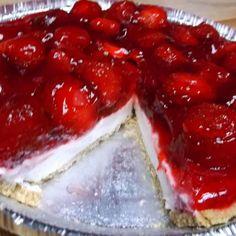 EASY STRAWBERRY CREAM CHEESE PIE Strawberry Cream Cheese Pie, Fresh Strawberry Pie, Strawberry Dessert Recipes, Strawberries And Cream, Strawberry Pretzel, Frozen Strawberries, Just Desserts, Delicious Desserts, Jello Desserts