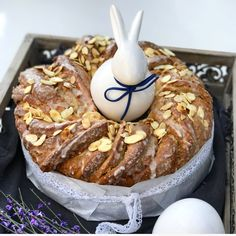 Walnut - egg liqueur yeast wreath - delicious-addictive - For a delicious breakfast at Easter I can only recommend this delicious walnut egg liqueur yeast wr - Easy Desserts, Dessert Recipes, Food Tasting, Easter Brunch, Easter Recipes, Yummy Cakes, Food Inspiration, Baking Recipes, Food And Drink