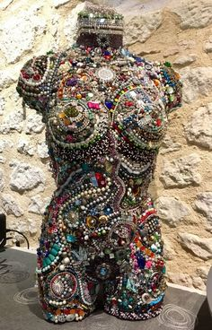 Mannequin Torso, Mannequin Art, Mosaic Crafts, Mosaic Art, Jewelry Crafts, Jewelry Art, Glue Art, Larry, Beads Pictures