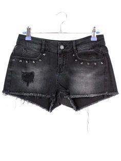 Zwarte Denim Shorts € 19,95 https://www.justyourstyle.nl/zwarte-denim-shorts