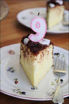 Heavenly Palate: [Super Soft Sponge Cake] Feather Light Sponge Cake with Chocolate with Chocolate Frosting