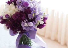 手元から、上品で気品溢れる花嫁を目指すなら♡パープルカラーのお花で作るブーケレシピ特集♩のトップ画像