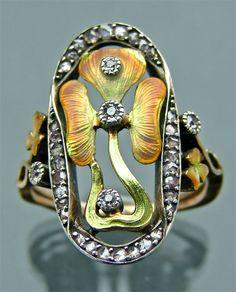 ART NOUVEAU  Shamrock Ring   Gold Silver Enamel Diamond  H: 2.5 cm (0.98 in) W: 1.9 cm (0.75 in)  French, c.1905  Ring Case    Ref: 4513