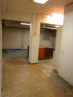 Tästä surullisen nukkavierusta huoneesta alko kehkeytymään Tiinan ja Marin työhuone. Täällä syntyis suunnitelmat tuotteisiin, kuvat kortteihin, monenlaiset muutkii kuviot :)