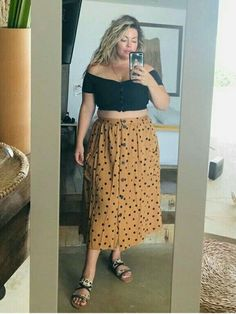 Plus size midi skirt spring outfit Curvy Girl Outfits, Curvy Girl Fashion, Plus Size Outfits, Plus Size Fashion, Boho Fashion, Fashion Outfits, Plus Size Summer Fashion, Plus Size Skirts, Petite Fashion