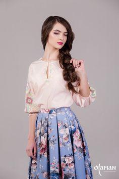 Блуза з ручною вишивкою