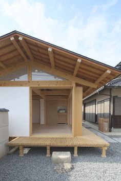 Japanese Style House, Traditional Japanese House, Japanese Interior Design, Japanese Garden Design, Japanese Homes, Roof Architecture, Residential Architecture, Sustainable Architecture, Modern Japanese Architecture