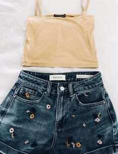 trendy outfits, summer outfits, perfect look. outfits casual 50 + Cute And Trendy Summer Outfits To Make you cool and Perfect - Page 8 of 54 - SooPush Grunge Style Outfits, Casual Outfits, Girl Outfits, Fashion Outfits, Travel Outfits, Lazy Outfits, Disney Outfits, Simple Outfits, Boho Outfits