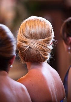 Best Fashion Updos - Elegant Updo hairstyle for Wedding This would have been a classy look for my hair for my wedding.
