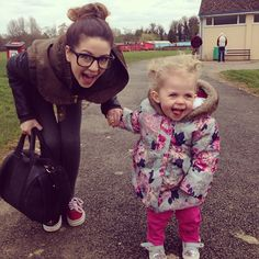 Zoe aka Zoella and Darcy aka Baby Glitter Famous Youtubers, British Youtubers, Popular People, We The People, Pointless Blog, Youtube Editing, Baby Glitter, Zoella Beauty, Siblings Goals