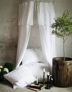 Simple nook. Looks so comfy to just curl up in. Nothing like a good book and a reading nook! #readingnookpinseries