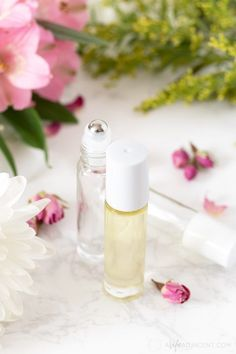 Learn how to make a simple DIY cuticle oil with essential oils. This nourishing recipe can help moisturize dry cuticles and strengthen brittle nails. Cuticle Repair, Cuticle Care, Cuticle Oil Diy, Dry Cuticles, Dry Nails, Homemade Beauty, Diy Beauty, Bare Beauty, Natural Beauty