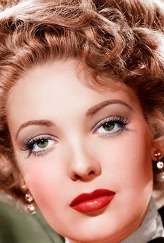 Linda Darnell vintage Hollywood publicity photo