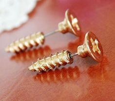 Screw pattern earring