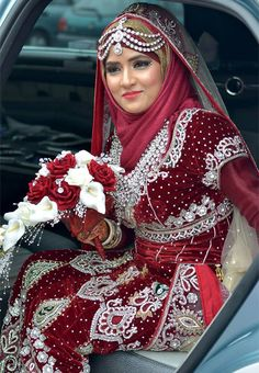 Searing for bridal hijab!, then, here are the 9 best wedding hijab for brides in different styles. So, select one modern Muslim wedding dress with hijab. Wedding Hijab Styles, Muslim Wedding Dresses, Muslim Brides, Pakistani Bridal Dresses, Bridal Wedding Dresses, Wedding Outfits, Red Wedding, Wedding Abaya, Wedding Cakes