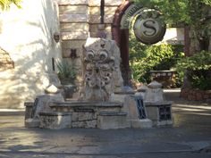 talking fountain at IOA