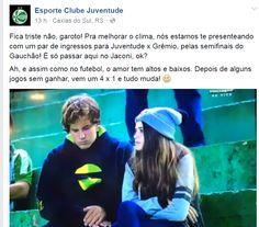 """Casal tem """"DR"""" durante jogo e ganha presente do Juventude após """"viralizar"""" #sportv"""