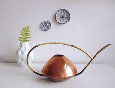ber ideen zu gie kannen auf pinterest wasserspiele blumen und pflanzen. Black Bedroom Furniture Sets. Home Design Ideas