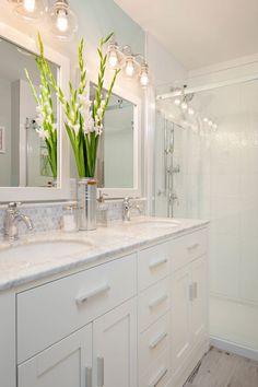 60 Gorgeous Bathroom Lighting Ideas For Your Dreamy Bathroom #traditionalbathroom