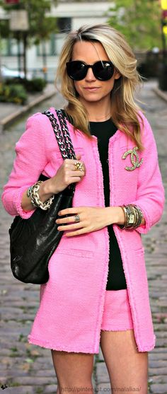 Love this look! Such a classy outfit. Love the pink & black together.