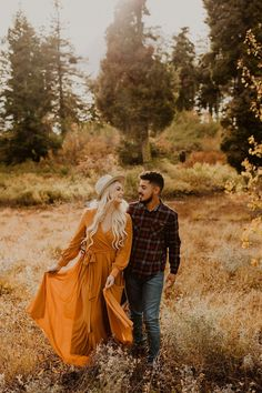 The most beatiful fall engagements in Boise Idaho for Taylor and Juan! We celebrated their engagement amongst tall pines and aspens through Bogus Basin.