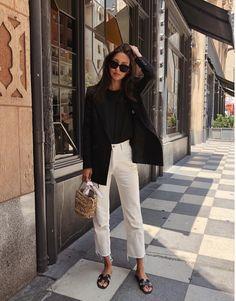 Look com rasteirinha para trabalhar - combina blazer preto, camisa, calça capri. O elegante mix pre European Street Style, Casual Street Style, European Fashion, European Casual, European Clothing, Casual Chic, Look Casual, Classy Chic, Vintage Clothing