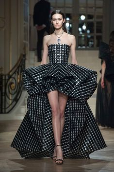 Ashi Couture Spring Summer 2019 Paris - - NOWFASHION: Ashi Couture, Real Time Fashion News, Photography Streaming and Live Fashion Shows Source by Jjavaee Vestidos Fashion, High Fashion Dresses, Fashion Outfits, Fashion Clothes, Dress Fashion, Fashion Walk, Fashion News, Fashion Fashion, High End Fashion