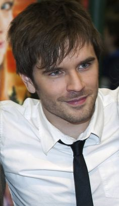 graham wardle pleeeez pleeeez come to colorado and meet me and my friends they dont think that you or the cast or the show heartland exicst