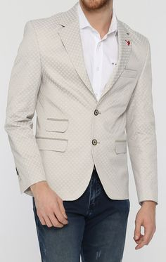 Notch lapel 2-button closure Chest welt pocket 2 flap pockets on the sides 3 interior slit pockets with matching trims Lapel pin Full lining Single vent 4 functional button cuffs Shell: %51 Cotton %43