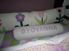 Protetor de berço com rolinho Bed Pillows, Pillow Cases, Baby, Baby Rooms, Scrappy Quilts, Art, Newborns, Baby Baby, Infants