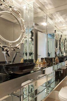 espelho veneziano anne baril 23095 Bathroom Design Luxury, Beautiful Mirrors, Interior Exterior, Modern Interior Design, Interiores Design, Master Bathroom, Fendi, Mirrored Walls, Bathrooms