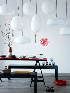 Decoratrix | Decoración, diseño e interiorismo. Love the combination of all the lanterns grouped together.