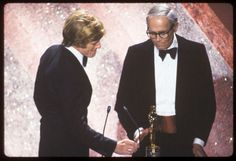 THE 53RD ANNUAL ACADEMY AWARDS - Broadcast Coverage - Airdate: March 31, 1981. (Photo by ABC Photo Archives/ABC via Getty Images) HONORARY OSCAR PRESENTER ROBERT REDFORD (L) WITH RECIPIENT HENRY FONDA
