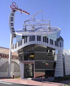 Liberace Museum-Vegas: I played the master's mirrored Baldwin here in July '08!
