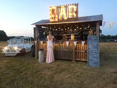 Outdoor quirky wedding bar cool idea for summer wedding #weddingbar #outdoorwedding #weddingideas #summerwedding