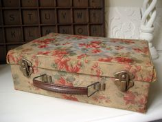 https://flic.kr/p/9JASZn | Vintage Sewing Case | Oh how I wanted to squeal whan…