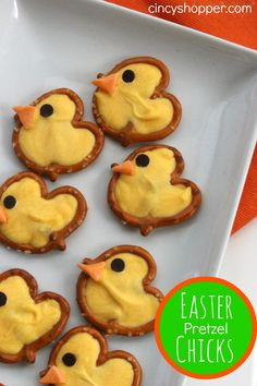 Sweet and salty Easter Pretzel Chicks Treats are a quick and easy snack idea. Holiday Desserts, Holiday Treats, Holiday Recipes, Easter Desserts, Easter Treats, Easter Food, Easter Dinner, Easter Party, Hoppy Easter