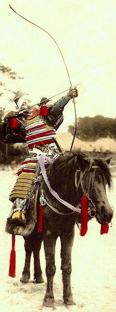 Mounted samurai using a yumi (bow).