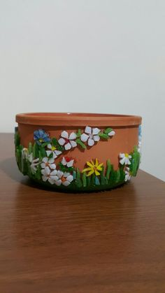 Create Your Own Mosaic Workshop in Mexico with Carol Shelkin Mosaic Planters, Mosaic Garden Art, Mosaic Vase, Mosaic Tile Art, Mosaic Flower Pots, Mosaic Artwork, Mosaic Diy, Mosaic Crafts, Mosaic Projects