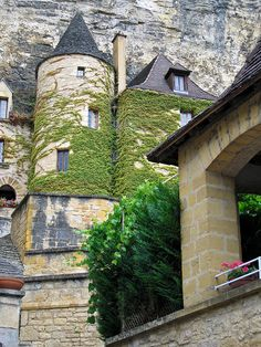 Tower in La Roque-Gageac, Sarlat-la-Canéda, Dordogne, Aquitaine, France Aquitaine, The Places Youll Go, Places To Go, La Roque Gageac, World Of Wanderlust, Beaux Villages, Fairytale Castle, Largest Countries, French Countryside