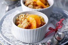 Kokos-Crumble mit Mandarinen-Joghurtsauce